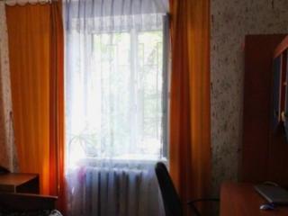 Квартира в жилом состоянии, с просторной кухней.