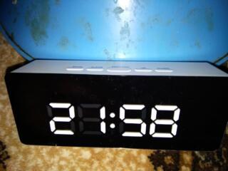 Часы с будильником и термометром Led Mirror Clock. Питание от USB