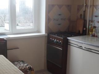 Продам отличную 2-комнатную квартиру в центре. Торг.