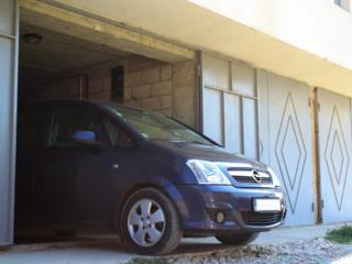 Vind garaj foarte bun, incape si un bus, 500m pina la Alba Iulia, negocia
