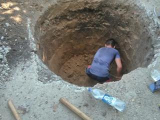 Копаем канализации траншеи сливные ямы! выезд в районы! Бетоновырубка!