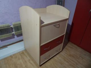 Продам пеленальн. комод - 900 р. и письменный стол, цена 900 р.