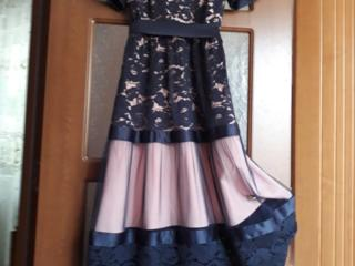 Платье, размер М. Цена 1000 леев. Бельцы.