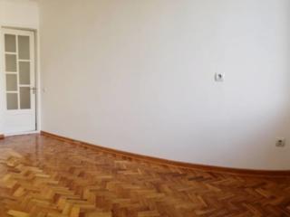 Vind apartament cu 2 odai la pret bun!!! Urgent!