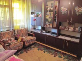 3/5 этаж, котелец, середина, хорошее место, тихое.