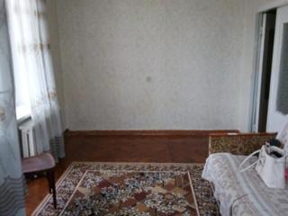 ЦЕНТР Комсомольская 2-к жилая кв. 42/27/6 балкон 2 кв. м. застеклен