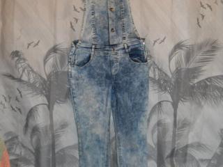 Продам стильные джинсы и стрейчевый, джинсовый комбинезон