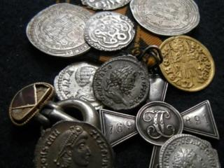 Куплю монеты, банкноты, значки, статуэтки, часы.