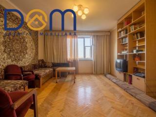 Apartament cu 3 camere separate, etajul 8 din 10, 72m2, seria 143