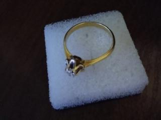 Продам кольцо с брильянтом 750 пробы
