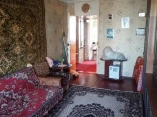Срочно 2 комнатная, комнаты раздельные, кухня 10 м, недорого!!