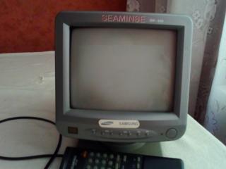 Продам маленький телевизор черно белый транзисторный с пультом