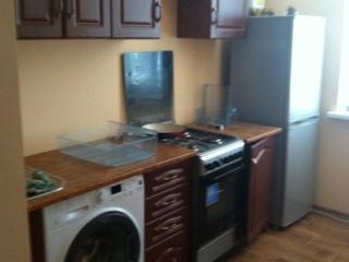 Продается 3 ком квартира с мебелью, техникой и гаражом.