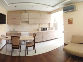 VIP-квартира, двухкомнатная в центре.