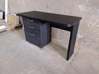 Недорого новый стол!