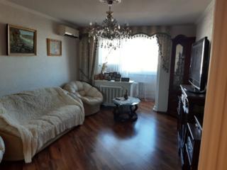 Продам 3 квартиру в центре 76 кв. м. 8/9,кухня 11кв. м. ремонт..