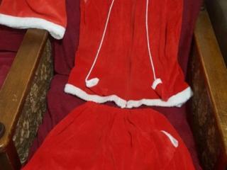 Costumul de Anul Nou al lui Moș Crăciun 46-50 marimea. 150 Lei