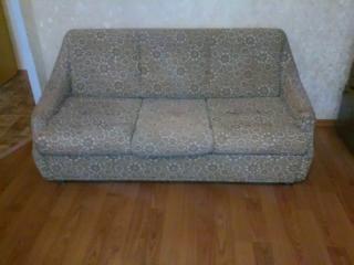 Продам диван и два кресла, комплект, б/у в хорошем состоянии.