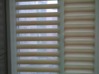 Jaluzele: zi-noapte, rulou, verticale, bambus ş. a. Plasa antiinsecte.