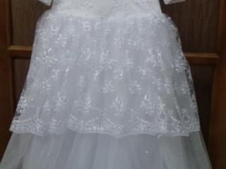 Продам новое белоснежное платье.