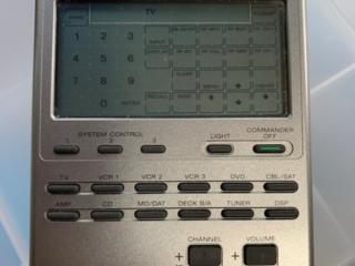Программируемый, обучаемый, сенсорный пульт SONY RM-AV2100.