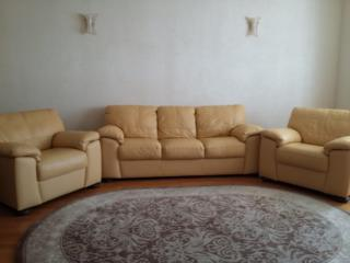 Мягкая, кожаная мебель - диван и два кресла