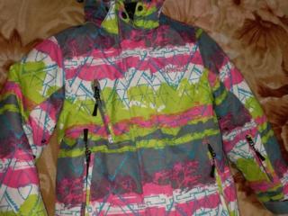 Детский лыжный костюм и 2 зимних пальто в отличном состоянии