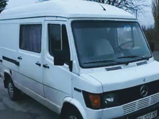 Микроавтобус Мерседес Бенц 210. Продам по запчастям.