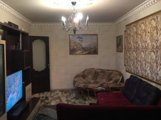 Продам квартиру, 2-комнаты в центре. Состояния отличное с кондиционер.