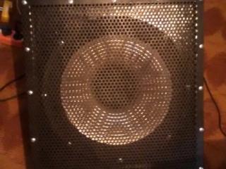 Комбик басовый BEHRINGER 300 ВАТТ\ламп усилители по 600 ватт\динамики