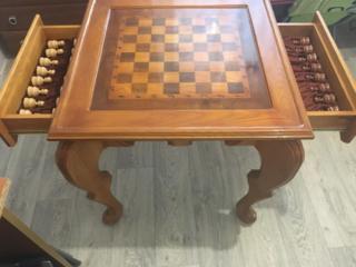 Продам шахматный стол