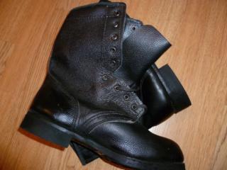 Ботинки мужские. Запасные каблуки.