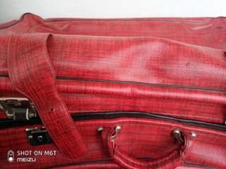 Продаю чемоданы разные недорого для спектаклей старинные