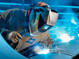 Производственному предприятию требуется сварщик.