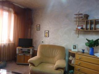 Продам 2 ком. квартиру 44/30/6 кв. м. на 1/5 в районе IDC.