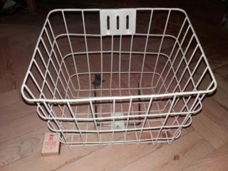 Продаю металлическую корзинку для велосипеда или мопеда.