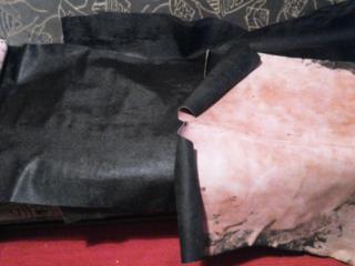Продам обувную кожу, 3 м качественная, тесненная, черная. 350 руб