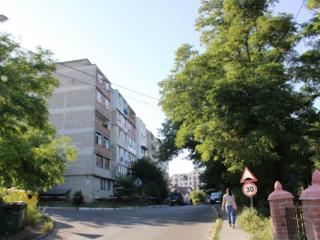 Schimb - Apartament cu 3 odai la Telecentru + 2 garaje
