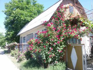 Продам два дома общий двор