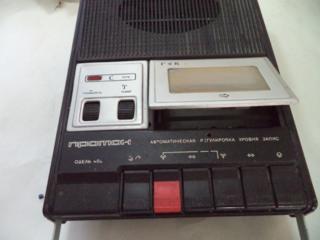 Кассетный магнитофон Протон-402 производства СССР.