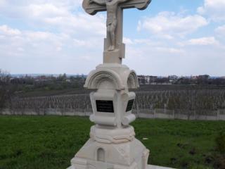 Răstigniri Monumente din piatră de cosăuți
