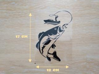 Наклейка на авто Рыбак с крупной рыбой Чёрная