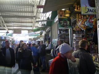 Торговый киоск на центральном рынке в Бельцах