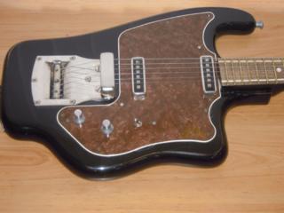 Куплю электрогитару советских времен, гитарную педаль или приставку.