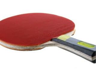 Ракетки и качественные мячики для настольного тенниса.