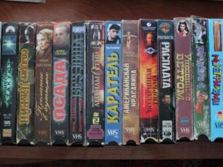 Видеокассеты с фильмами 60 штук