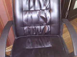 Продам. Комфортное кожаное кресло!