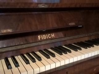 """Пианино """"FIBIСH"""", инструмент немецкий в хорошем состоянии. 1850 евро."""