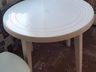 Продается стол пластиковый диаметр 90 см 300 рублей