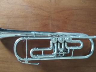 Продаются музыкальные инструменты б/у Труба 1000 лей